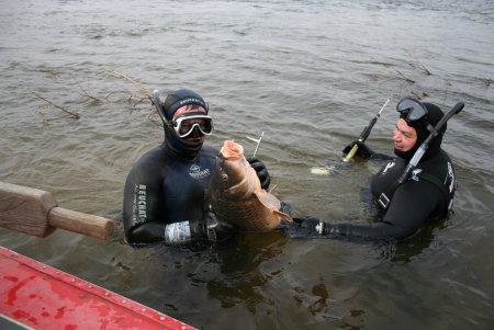 Podvodnaia ohota v del`te Volgi